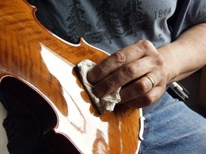 polishing violin
